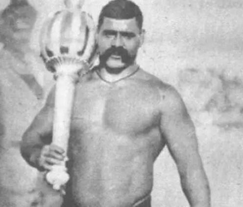 The Great Gama:印度式摔角手,拥有史诗般的胡子,同时也是重锤教练