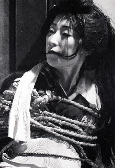 日本昭和SM第一人伊藤晴雨,以其妻子和情人为原型制作的绑缚造型