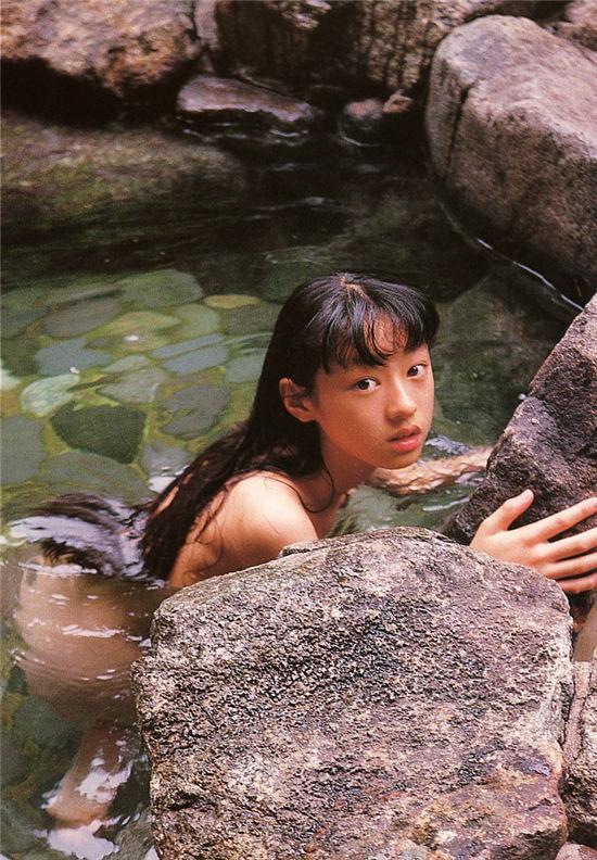 栗山千明《神話少女》写真