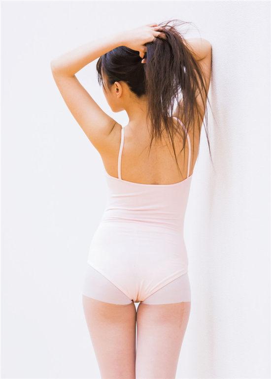 冈户雅树摄影作品《黑发女子·Kurokami Joshi》