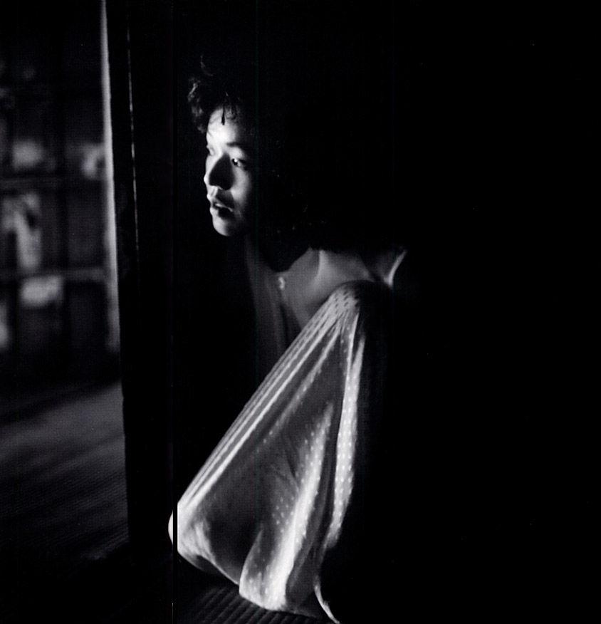 大竹しのぶ写真集「闇の光 light of the dark」