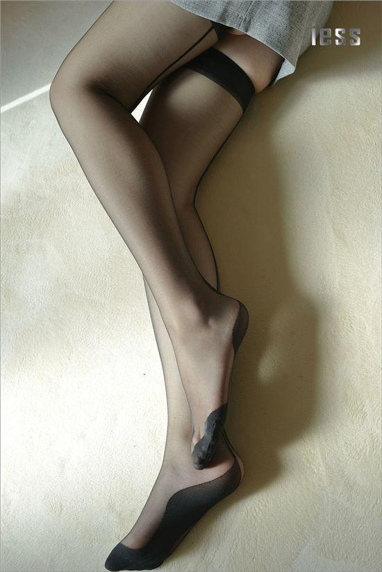 [IESS]异思趣向 温暖的黑丝吊带袜写真