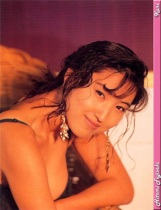 藤崎瞳 Hitomi Fujisaki