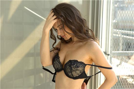 [PlayboyPlus]Muirina Fae Late Morning Lounge