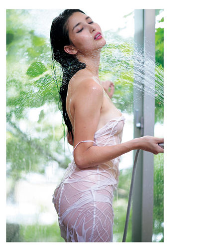 桥本爱实写真集 『MANAMI BY KISHIN』