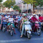 在越南骑摩托
